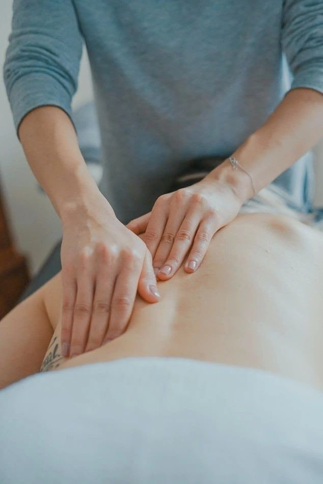 regular massage therapy on the back improves posture